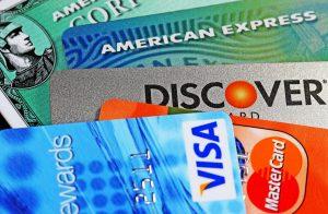 Cartes de crédit ou cartes de débit